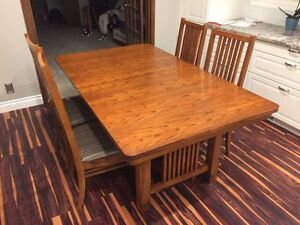 Quality wooden table, 6 chairs, plus leaf