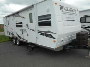 Rockwood Signature Model 8272S Fiberglass 27' Front Living .