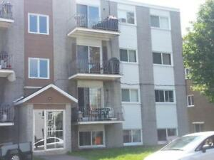 Beaux 3 1/2 1er Avenue, 1er étage tout inclus, LIBRE PROMO!