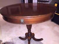 Drum Table in wood in good condition
