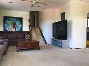 2 GOOD ROOMS TO RENT $190/$160 Ashmore Gold Coast City Preview