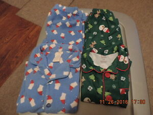 Size 3T Winter/Holiday PJ's & Sleepers/Onesies London Ontario image 2