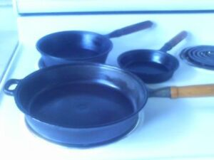 Set of (3) Vintage Cast Iron Skillets Fry Pans