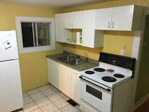 **BEAUTIFUL CENTRALLY LOCATED 1BRM (HEAT & LIGHTS INCL)**
