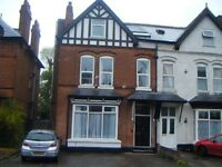 *TWO BEDROOM FLAT*SPACIOUS BEDROOMS*OFF STREET PARKING*PERFECT FOR PROFESSIONALS*NO DSS*WOODSTOCK**