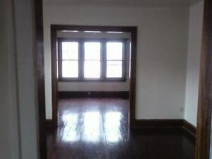 Hey u of w students! two-bedroom apartment,,laundry and parking