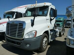 2012 Freightliner CA125DC Cascadia T/A Hiway Tractor - Day Cab -