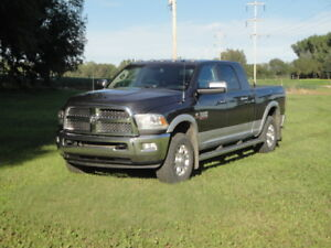 2014 Dodge Laramie 3500 4 x 4 Mega Cab - LOADED