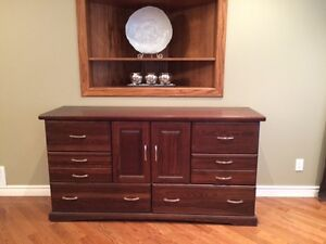 STUNNING SOLID WOOD (HEAVY) BUFFET/DRESSER