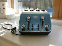 Delonghi 4 Slice toaster in excellent condition