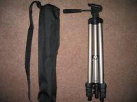 Hama 'Star 700 EF Digital' camera/smartphone tripod.
