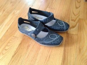 Beautiful Ryker Shoes size 7 Kitchener / Waterloo Kitchener Area image 2