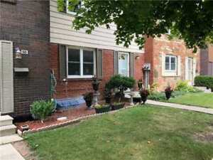 Perfect for 1st Time Buyers/Investors! 3 Bdrm Unit In Meadowvale