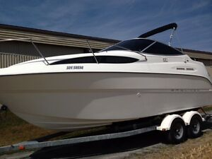Bayliner Cuddy Cabin - low hours - mint condition