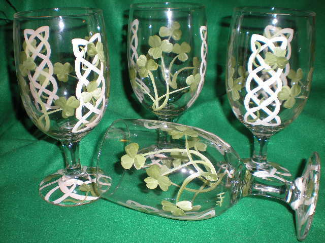 HAND PAINTED CELTIC KNOT AND SHAMROCK ICE TEAS / SET OF 4(MADE IN THE USA)