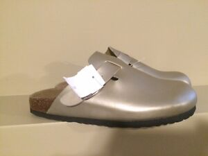 Rasolli Women's Gold Clog Sandals - Size 8.5 - Brand new!