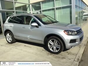2013 Volkswagen Touareg NAV/LEATHER/PANORAMIC SUNROOF/AWD!