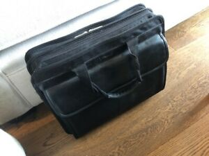 Targus Laptop Case - no shoulder strap