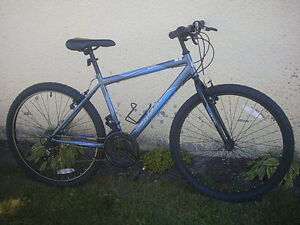 Velo de montagne - HUFFY - 18-vitesses / Mountain bicycle