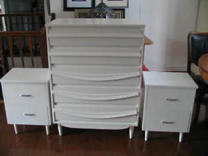 Bedroom set: 2 matching dressers with two night tables