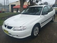 2001 Holden Commodore VX Executive White 4 Speed Automatic Sedan Macquarie Hills Lake Macquarie Area Preview