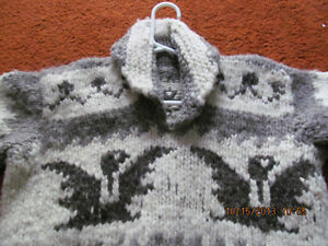 WOW A HANDMADE COWICHIN WOOL INDIAN SWEATER
