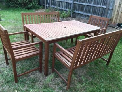 5 Pieces timber Outdoor Furniture in great condition