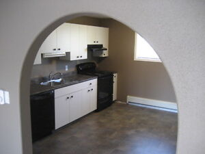 Spacious 3 Bedroom Suite in St Malo - Available June 1st!