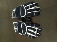 gant neuf grandeur xl de marque cutter
