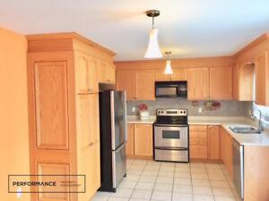 .Main Floor of Detached House – 4 Bed + 3 Bath + Parking