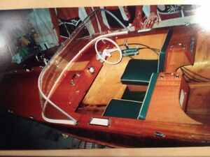 1957 MAHOGANY OUTBOARD VINTAGE RUNABOUT RESTORED  BEAUTIFUL BOAT
