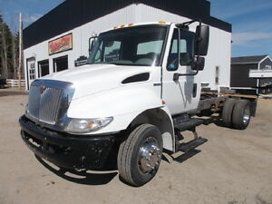 2008 INTERNATIONAL 4300 SINGLE AXLE CAB & CHASSIS