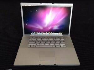 "MacBook Pro 17"" 2GB RAM 120GB SSD"
