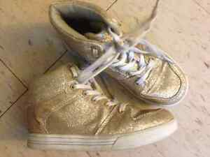 NEVADA Girls Gold Sparkle Glitter Ankle Shoes Boots - Size 1 Cambridge Kitchener Area image 2