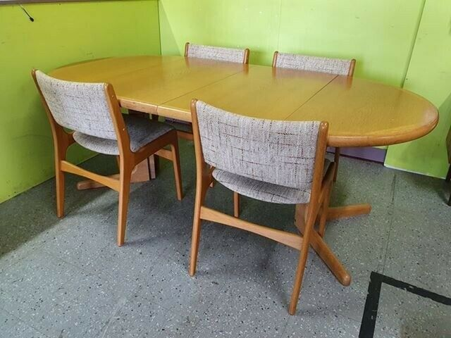 Light Oak Dining Table With 4 Chairs Can Deliver For 19 In Lancing West Sus Gumtree