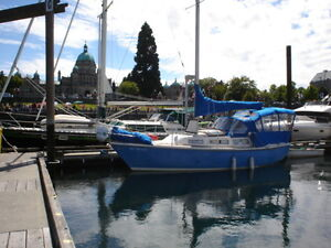 27ft Catalina sailboat with trailer & dinghy