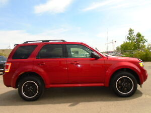 2012 FORD ESCAPE LIMITED EDITION-4WD-LEATHER-SUNROOF--CLEAN