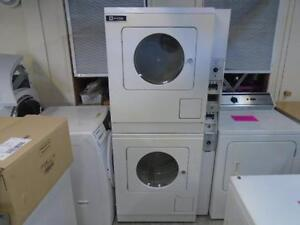 MAYTAG STACKED COMMERCIAL GAS DRYER SET / ENSEMBLE SECHEUSE COMMERCIAL AU GAZ SUPERPOSE MAYTAG
