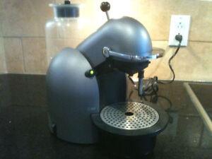 Cafetière Nespresso C190 Titanium West Island Greater Montréal image 3