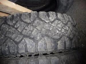 4 pneus d'hiver 245/75/17 Goodyear Wrangler Duratrac
