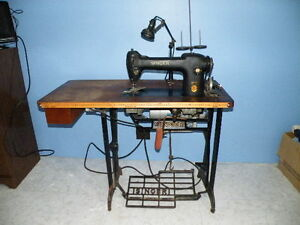 Machine a coudre industrielle/Industrial sewing machine
