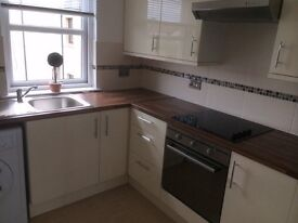 Tayport modernised 2 bed flat with lovely sea views by harbour