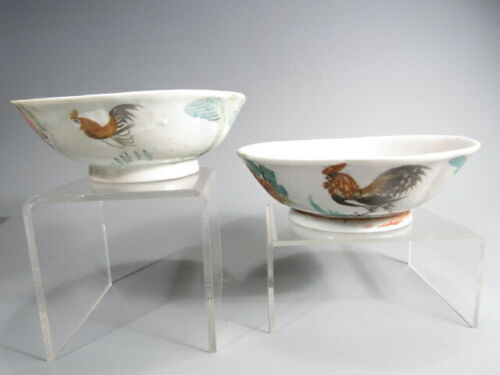 Fine Pair of China Chinese Polychrome Porcelain Bowls Rooster Decor ca. 20th c.