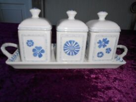 Villeroy and Boch Touch blue Charm. 3 containers on tray