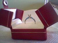 Bague solitaire 18k Or blanc avec diamant.