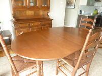 TABLE / 4 CHAIRS AND HUTCH