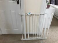 baby gate with double security top and bottom