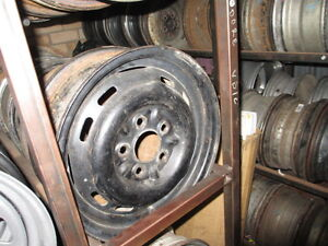 HOLDEN-OLD-HK-14-INCH-RIM-WHEEL-1-ONLY-S-HAND-TRAILER-CARAVAN-HT-HG
