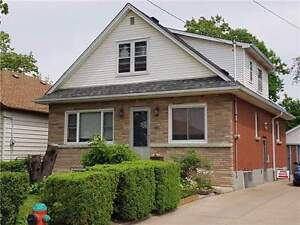 ALL INLCUSIVE 3 Bdrm MAIN FLOOR FOR RENT – SPACIOUS!!!