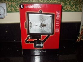 HALOGEN FLOODLIGHT WITH MOTION DETECTOR - NEW IN BOX